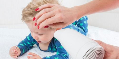 Como tirar água do ouvido do bebê
